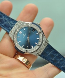 Đồng hồ nữ Hublot Classic Fusion Titanium Diamond Quartz 33mm Ladies Watch Blue